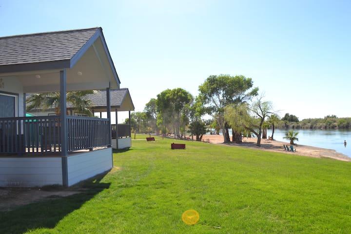 087 Cottage On Riverfront Beach At Resort Sleeps 6