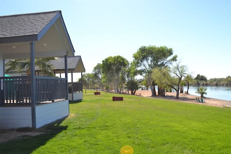 087 Cottage On Riverfront Beach At Resort Sleeps 6