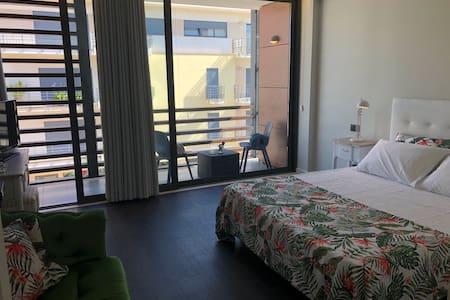 """Apartments Duque de Loulé 2 - T0 """"H"""""""
