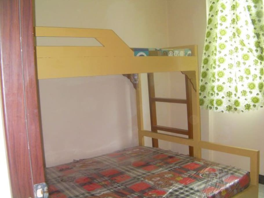Queen bed with single over