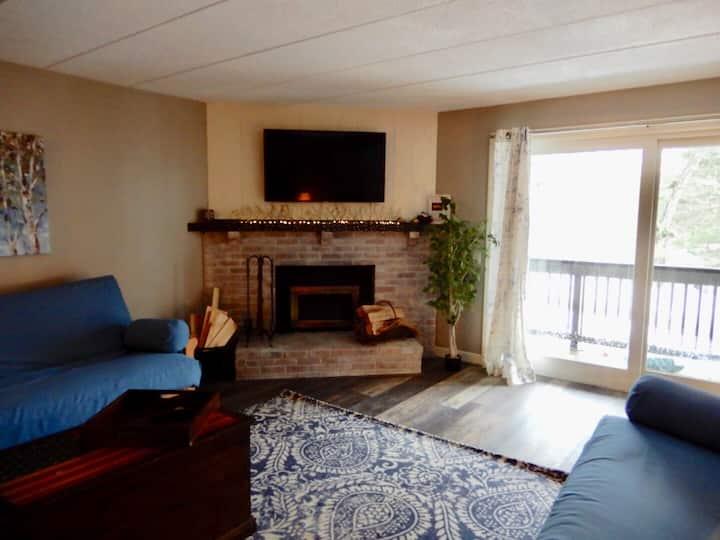 *New* Mt. Snow Cozy Den: Charming Studio Apartment