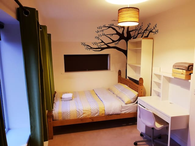 Large double room opposite hospital, free parking