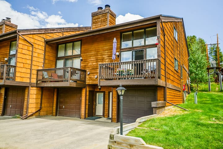 3 bed 3 bath Meadow Ridge condo w/ clubhouse
