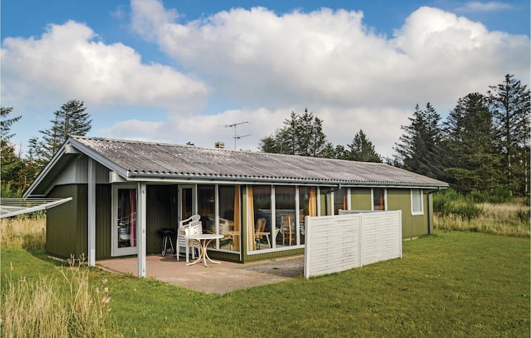 Holiday cottage with 3 bedrooms on 68 m² in Løkken