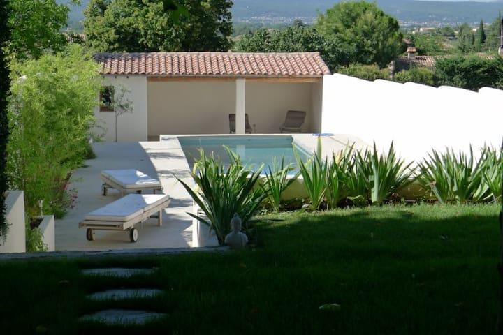 Charmante maison avec piscine - Pourrières - House