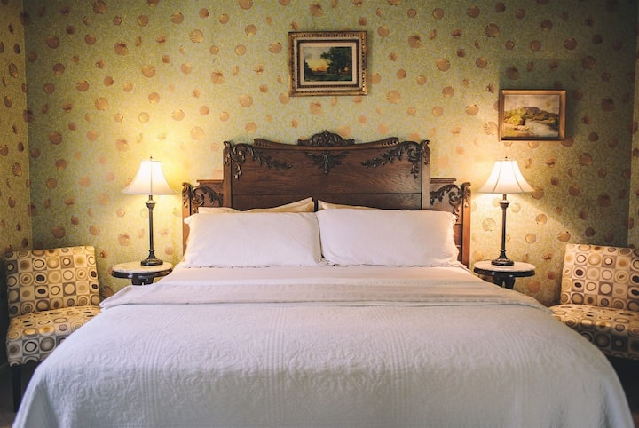 Deluxe King Room in Downtown Healdsburg