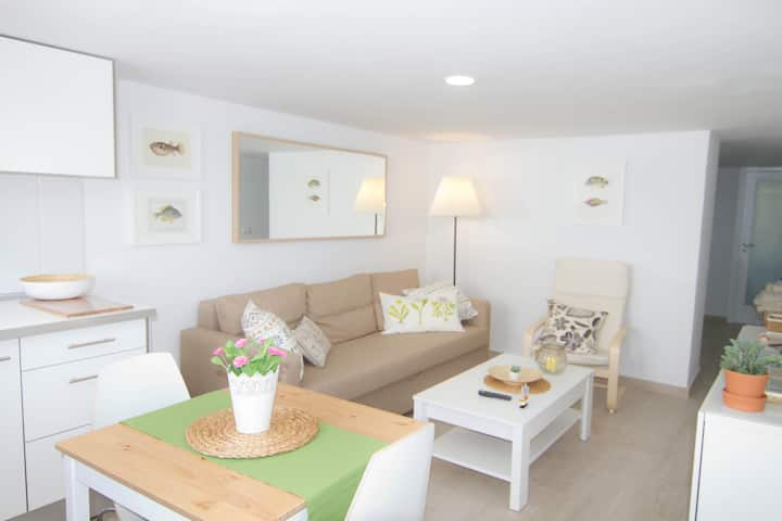 Charming Apartment  5 minutes walk to the beach.