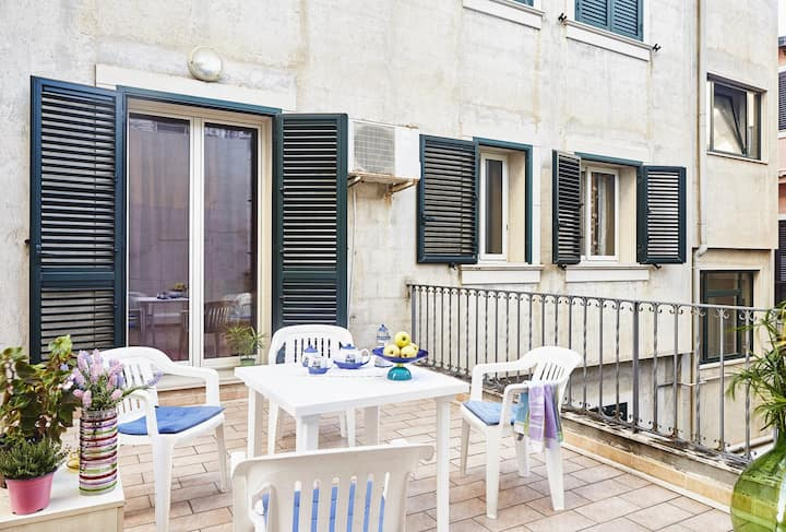 Sabbia1 CaseSicule, Apartment in the City Center and beside the Main Square, Beach at 100 m, Wi-Fi