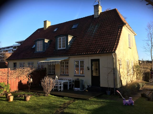 Cozy house 200 m. from both sea and forest - Skodsborg - Huis