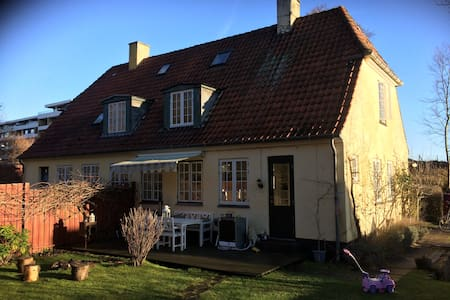 Cozy house 200 m. from both sea and forest - Skodsborg - House
