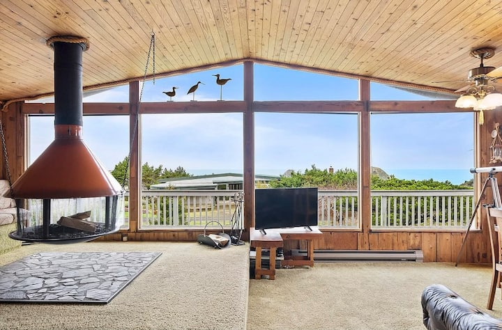 1970s Oceanside Cabin with Spectacular views