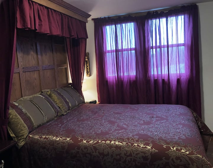 Brambleberry Hotel: Gamekeeper Room