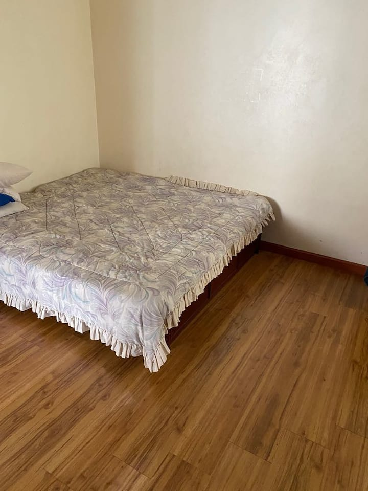 Large cozy room for couples/small families!