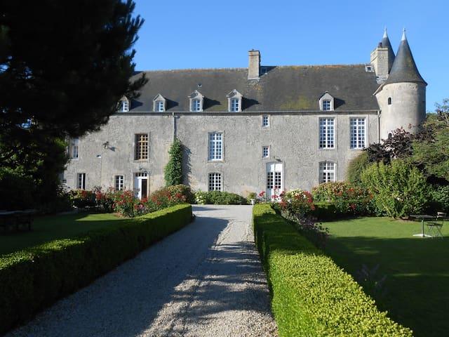 Gite du Manoir du Vaumicl - Vierville-sur-Mer - Castell