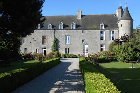 Gite du Manoir du Vaumicl - Vierville-sur-Mer - Château