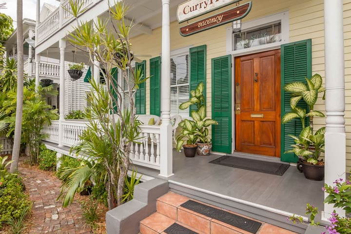 Charming attic studio suite in historic inn w/ a shared pool & a great location!