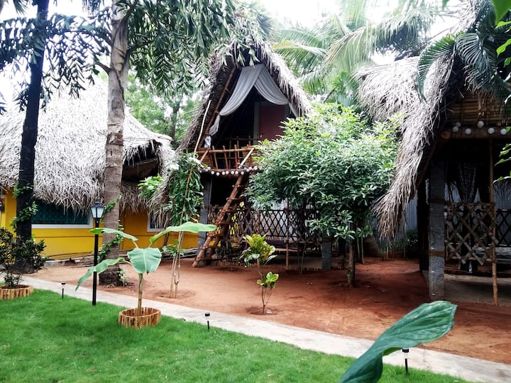 Dharmakanni Tropical Hut- Kampong House for 2-3