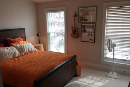 The Calvin and Hobbes Room - Manassas - Talo