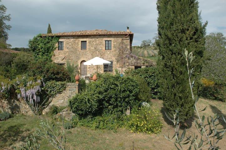300 Jahre altes Toskana-Ferienhaus, 5 Hektar Land - Montalcino - Dům