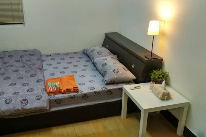 Room w/bathroom near Liuhe Night Market & Formosa