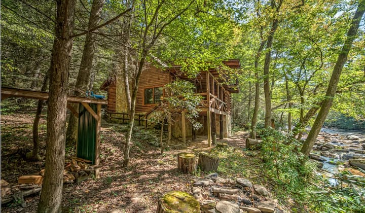 Real Log Cabin on the banks of Fightingtown Creek