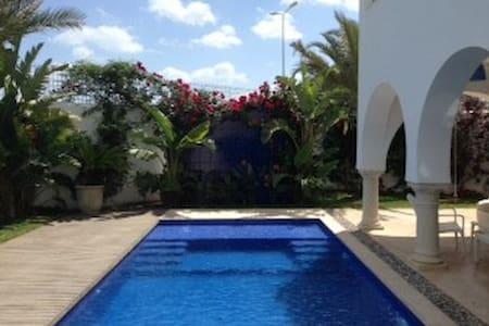 Chambre privée dans une villa de charme - Villa