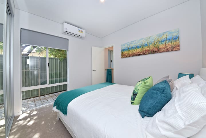 TJ's Apartment close to Airport &  Perth City:2230 - Rivervale - Flat