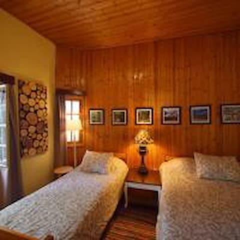 Triple room with 1 double & 1 single bed