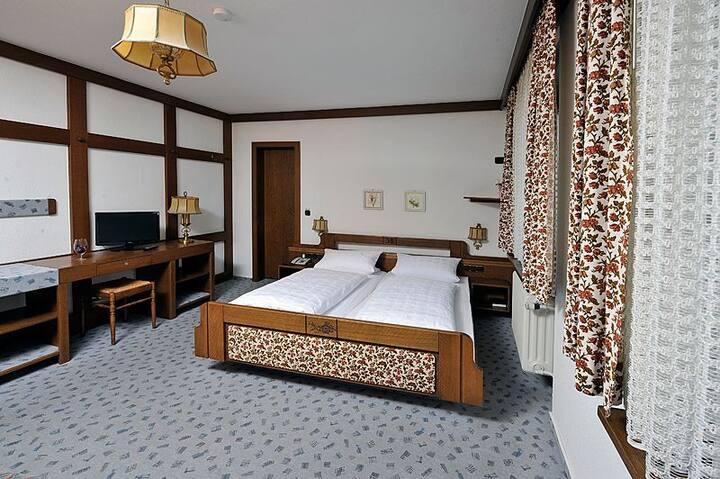 Hotel Pflug, (Ottenhöfen), Doppelzimmer Standard mit Dusche und WC