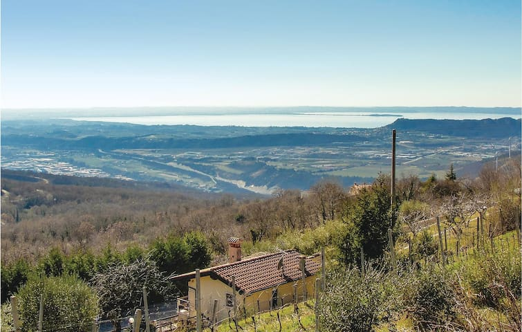 Holiday cottage with 1 room on 38m² in S.Ambrogio di V. -VR-