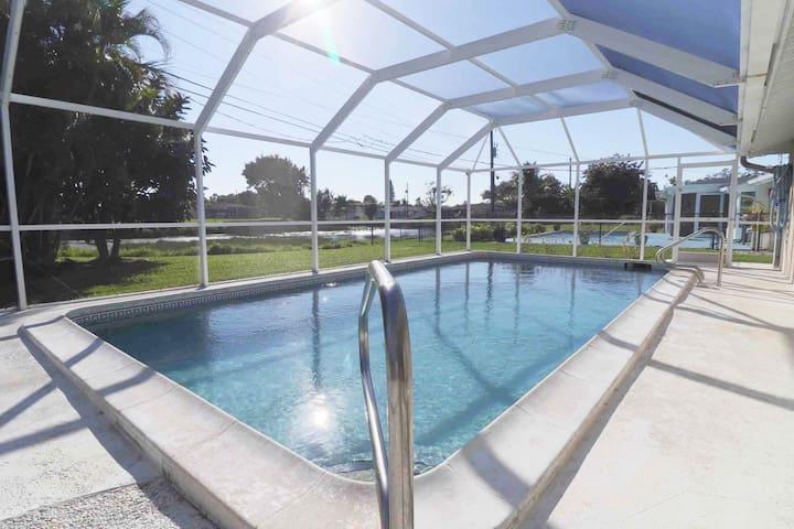 2.8 miles to Siesta Key - 3 bedroom Pool home