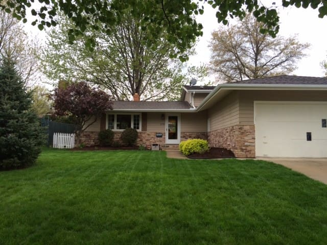 Cleveland Suburb Home Near Airport for RNC - Fairview Park - House