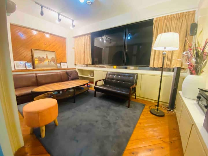 A21 Metro Station Apartment with Private Room