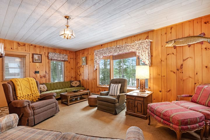 Family-friendly lakefront cottage w/ WiFi, full kitchen, grill, & boat landing!