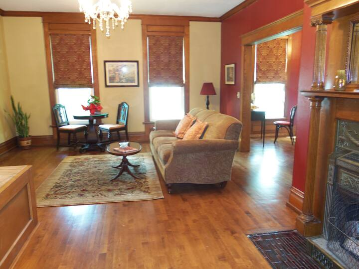 Diplomat Bed and Breakfast/Treaty Suite