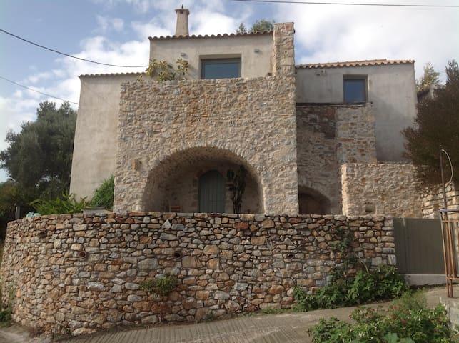 Taxiarches/19th century stone-house - Karvelas - House