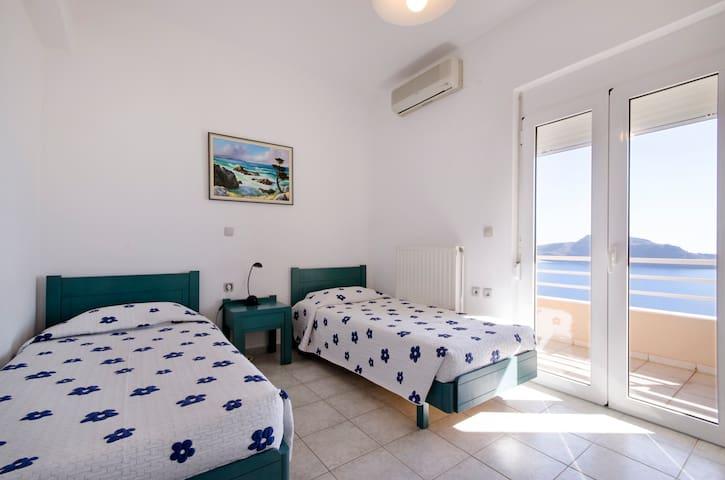 Villa Elgini-unique terrace seaview - Plakias - บ้าน