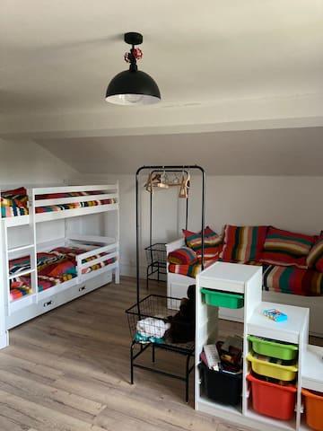 Chambre 4 - 1er étage : espace familial modulable