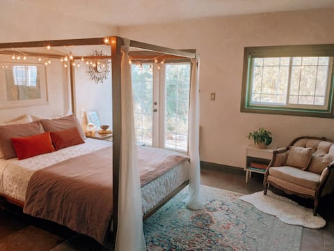Eclectic & Cozy Suite w/ Private Entry & Patio
