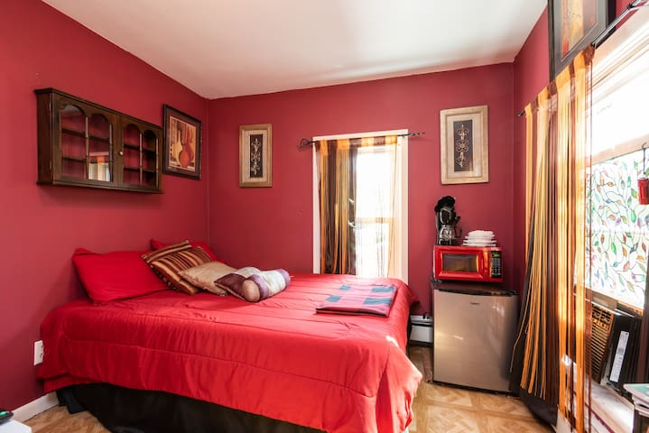 A small cozy room. Bedding may be different during your stay