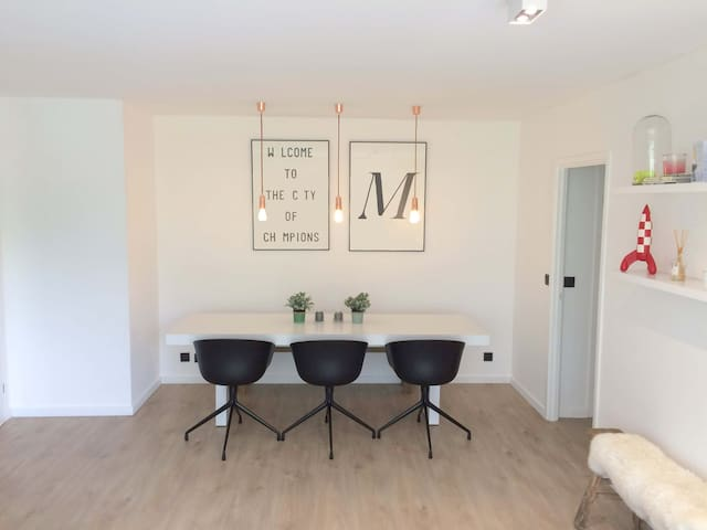 Spacious design apartement close to city center - Leuven - Leilighet