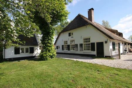 Historischer Bauernhof in der Nähe von Veluwemeer