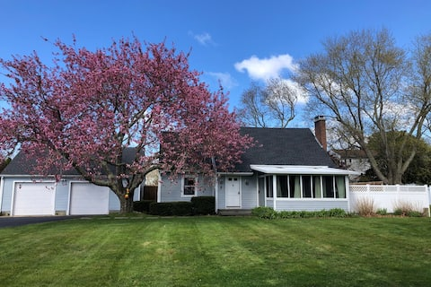 Entire Misquamicut 4 BR home on 10th hole