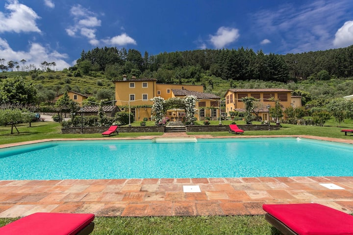 Stunning Villa just 6 km from Lucca with pool
