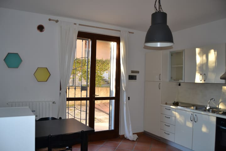 10 mins from city center, university, hospital, mw - Bergamo - Huis