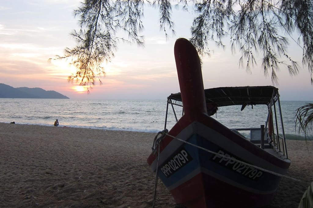 Direct access to Batu Ferringhi Beach