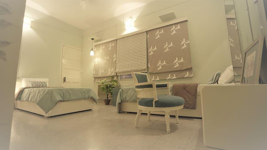 Ebb: Twin sharing pvt room|Heart of Calcutta
