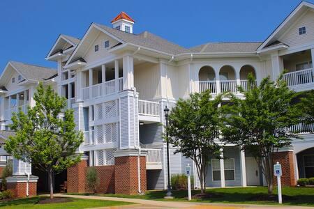 3 Bedroom Condo, ADA Compliant, Waterpark & Parkside Resort Amenities