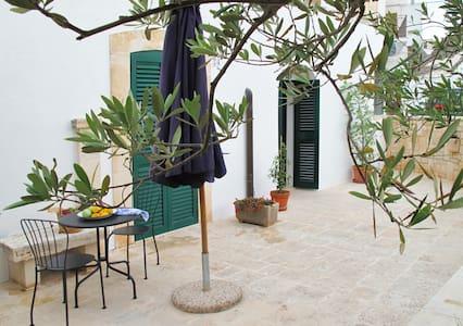 Trullo Vecchio Olivo - Alberobello Historic Centre - Альберобелло - Дом