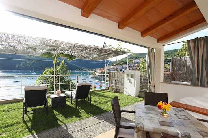 Nice Studio in the port of Rabac